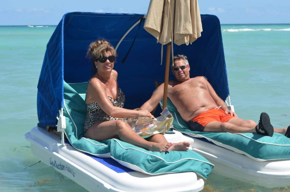 enjoy-a-romantic-day-on-a-Seaduction-Float